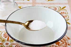 Постный пирог с вареньем: Сахар растворить в воде