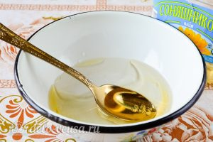 Постный пирог с вареньем: Добавить масло