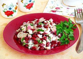 Крабовый салат с фасолью и грибами