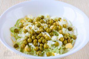 Салат из пекинской капусты с горошком: Добавить горошек