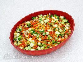 Фрикадельки в духовке с кабачками: Выкладываем овощи в форму