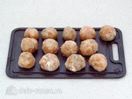 Фрикадельки в духовке с кабачками: Сформировать фрикадельки