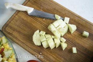 Фрикадельки в духовке с овощами: Порезать баклажан