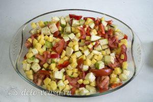 Фрикадельки в духовке с овощами: Поперчить и посолить овощи