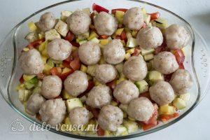 Фрикадельки в духовке с овощами: Добавить фрикадельки