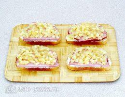 Горячие бутерброды с ананасом: Добавить ананасы