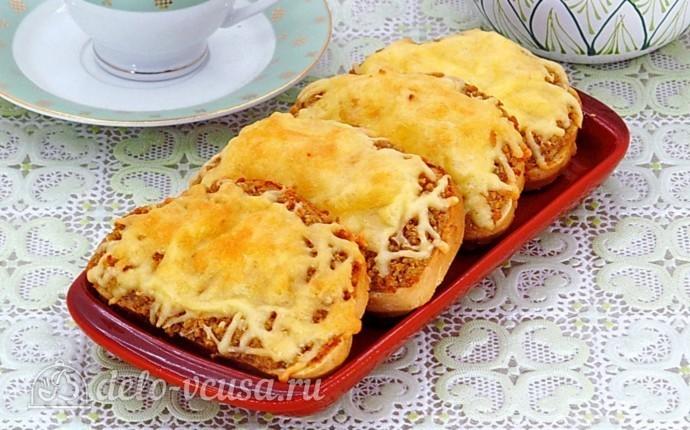 Горячие закусочные бутерброды с фаршем
