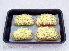 Горячие закусочные бутерброды с фаршем: Посыпать сыром