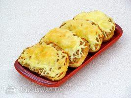 Горячие закусочные бутерброды с фаршем готовы