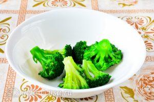 Котлеты из брокколи: Отварить брокколи