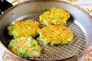 Котлеты из брокколи: Пожарить на сковороде