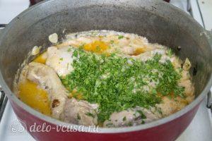 Курица в соусе Гедлибже по-кабардински: Посыпать петрушкой