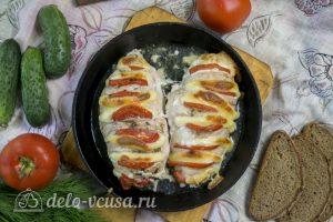 Курица запеченная с помидорами и сыром готова