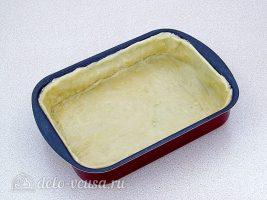 Пирог с баклажанами и куриным мясом: Раскатать тесто