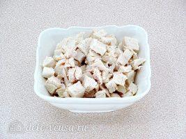 Пирог с баклажанами и куриным мясом: Сварить и нарезать курицу