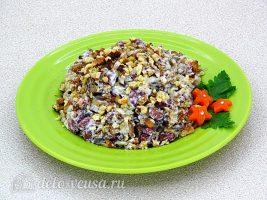 Салат из фасоли с грибами готов