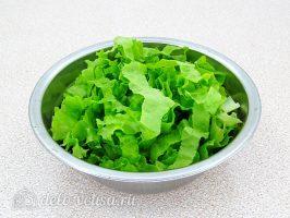 Салат с курицей и апельсином: Листья салата порезать