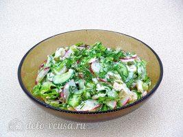 Салат из жареной рыбы готов