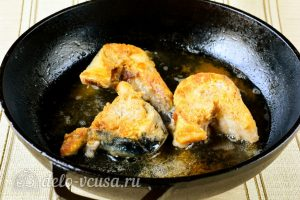 Скумбрия жареная на сковороде: До румяного цвета жарим