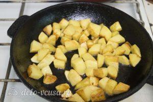 Азу из свинины: Нарезать картофель