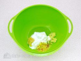 Куриные бедрышки в маринаде: Добавить йогурт и масло