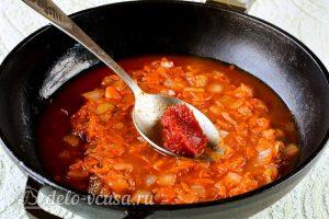 Мидии в томатном соусе:Добавить пасту к овощам