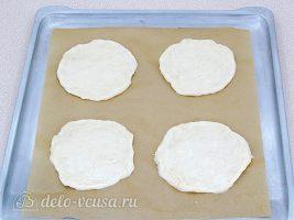 Мини-пицца в духовке: Сделать из теста небольшие лепешки