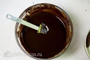 Брауни-чизкейк: Растопить шоколад с маслом