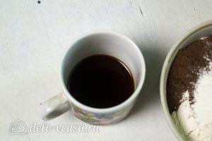 Брауни-чизкейк: Сварить кофе
