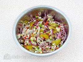 Крабовый салат с авокадо: Перемешать