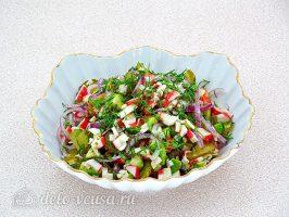 Крабовый салат с авокадо готов