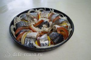 Скумбрия, запеченная с помидорами и лимоном: фото к шагу 4.