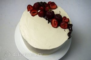 Торт с чизкейком внутри: Декорируйте торт