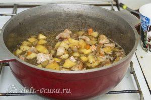 Мясо с консервированной фасолью: Тушить на медленном огне