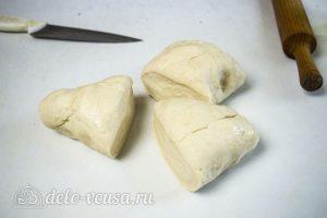 Пирог Хризантема: Разделить тесто на несколько частей
