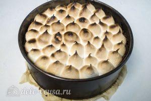 Пирог с абрикосами и безе: Подрумянить безе в духовке
