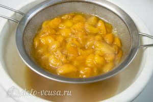 Пирог с абрикосами и безе: фото к шагу 9.