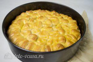Дрожжевые булочки с сыром: Посыпать сыром и выпекать в духовке