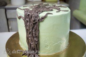 Шоколадный торт с вишней: Выполнить ствол из коричневого крема