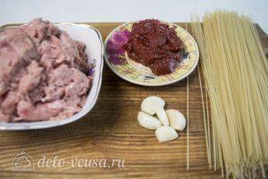 Спагетти с фрикадельками в соусе: Ингредиенты