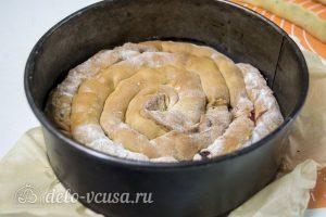 Торт Медовые соты с вишней: Испечь еще два коржа