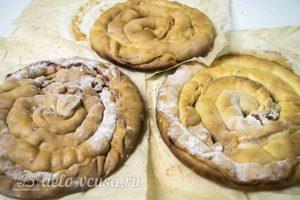 Торт Медовые соты с вишней: Остудить коржи