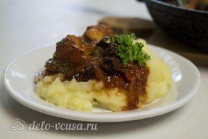 Тушеное мясо с черносливом готово