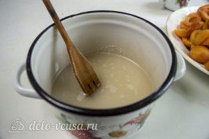Абрикосовое варенье с орехами: Приготовить сироп