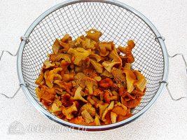 Капуста с лисичками: Отварить грибы