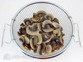 Лечо с грибами на зиму: Отварить шампиньоны