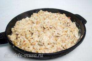 Макароны с курицей и сырным соусом готовы