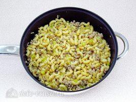 Макароны с фаршем и кабачками:Тушить макароны с фаршем