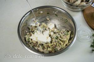 Шампиньоны с креветками: Смешать все ингредиенты для начинки