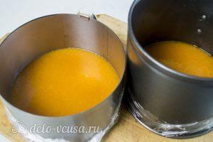 Абрикосовый торт: Разлить желатин по формам